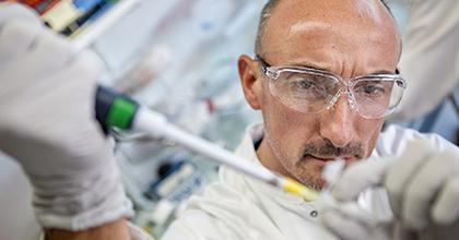 Une équipe de Généthon parvient à inhiber la réponse immunitaire liée aux AAV, des résultats publiés dans Nature Medicine le 2 juin 2020
